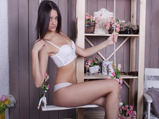 18yo CuteMinx Avrill in lace lingerie