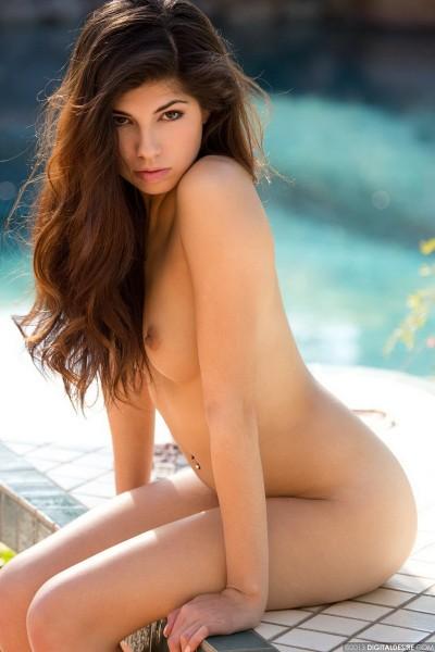 Ava Taylor naked